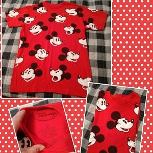 Disney red old school Mickey Mouse tee shirt M